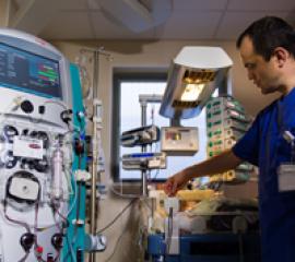 Premieră medicală: prima dializă hepatică din lume la sugar a fost realizată de medicul român Cătălin Cîrstoveanu