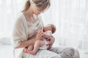 Beneficiile alăptării pentru mamă și sugar
