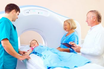 Studiu IARC: incidenţa cancerului la copii, în creştere cu 13% faţă de anii '80