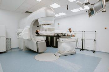 Un nou centru oncologic oferă soluții pentru bolnavii de cancer