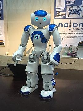 De ajutor pentru copiii cu autism: robotul Nao a ajuns în România