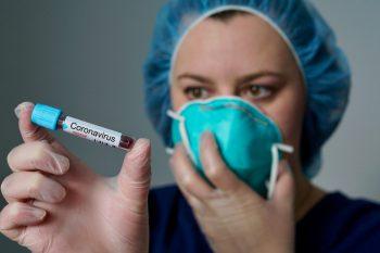 Pacienţii cu coronavirus, trataţi cu medicamente pentru HIV/SIDA