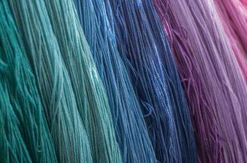 Fibrele textile care țin de cald, dar și de frig, în funcție de temperatură