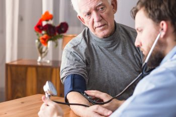 Inhibitorii enzimei de conversie a angiotensinei ar putea reduce riscul de spitalizare la pacienții vârstnici cu COVID-19