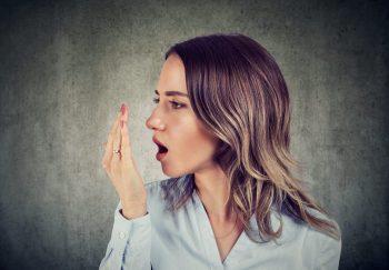Halitoza sau respiraţia urât mirositoare, cauze și prevenție