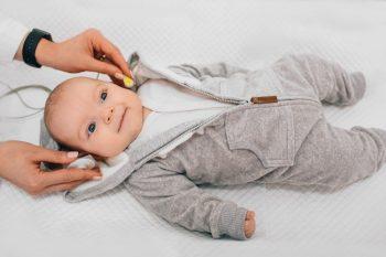 Screeningul auditiv ar putea ajuta la descoperirea nou-născuților cu autism