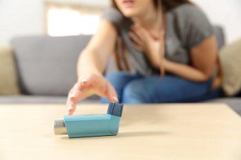 Astmul bronşic poate fi ținut sub control dacă este tratat corect