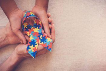 Studiu: Pacienţii cu afecțiuni genetice prezintă simptome ale autismului