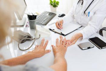 Artrita reumatoidă sau reumatismul, o boală inflamatorie cronică