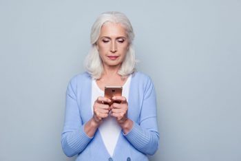 Smartphone-urile ar putea detecta prezenţa glaucomului